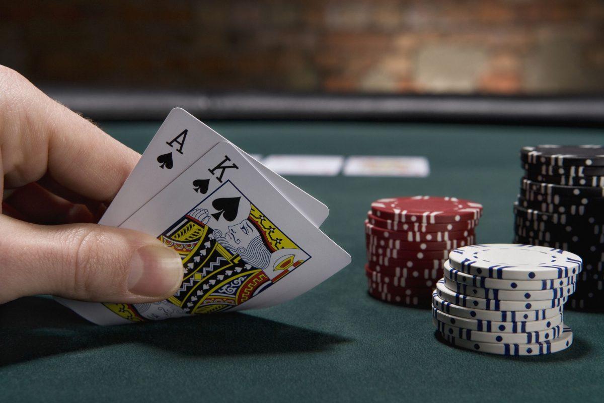 4 Kemudahan Bermain Judi Poker Online Terpercaya | Susukpoker
